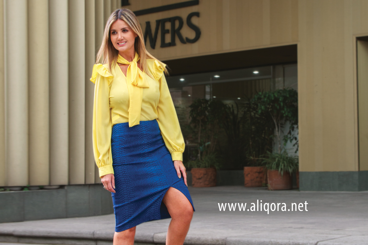 74810a1c89 Blusa amarilla con lazo y vuelos con falda lápiz azul - aliqora moda